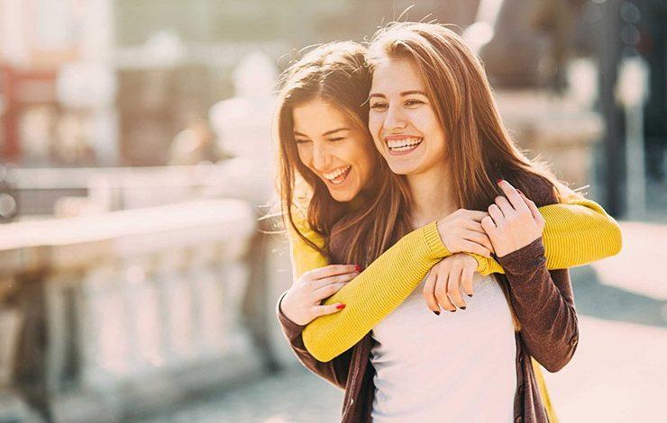Οι 10 συνδυασμοί ζωδίων που ταιριάζουν απόλυτα σαν φίλοι