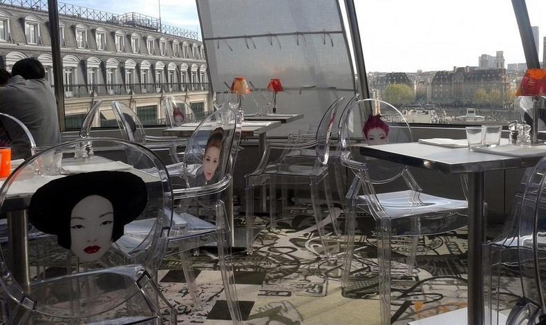 Η φαντασμαγορική εσωτερική διακόσμηση του Κong «συνυπάρχει» με τη συγκλονιστική θέα στη γαλλική πρωτεύουσα