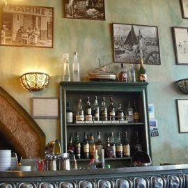 Αγάπη είναι στο Bar de la Marine της Μασσαλίας που αποτελεί έναν χώρο θεσμό για τη γαλλική πόλη