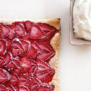 Εύκολη τάρτα φράουλα με σφολιάτα!