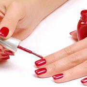 Το μυστικό για να διατηρείται το χρώμα στα νύχια μας!