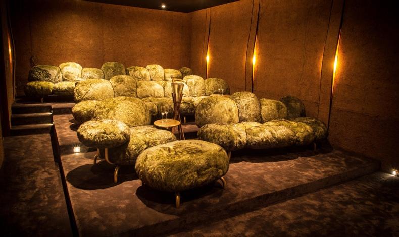 Ο 22 θέσεων ιδιωτικός κινηματογράφος είναι και αυτός σχεδιασμένος από τους Fernando και Umberto Campana