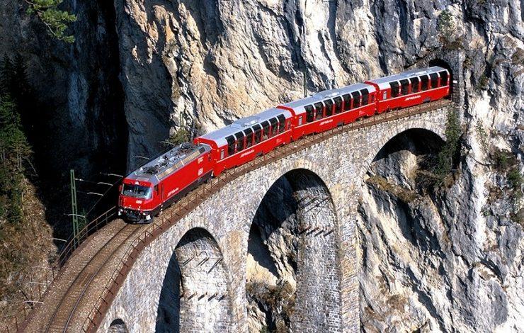 Τα τουριστικά τρένα της Ελβετίας ακολουθούν συναρπαστικές διαδρομές