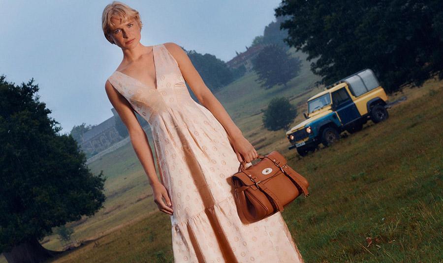 Η εμβληματική της τσάντα διαθέτει το ίδιο επίπεδο προσοχής στη λεπτομέρεια της κατασκευής, όσο και στην προστασία του περιβάλλοντος