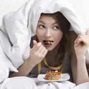 Το τσίμπημα πριν πάτε για ύπνο, δεν παχαίνει!