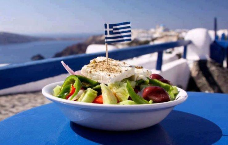 Η πατρίδα της θρυλικής χωριάτικης σαλάτας και της κρητικής κουζίνας που επικράτησε να λέγεται μεσογειακή, είναι ένας από τους πιο «υγιεινούς» προορισμούς στον κόσμο!