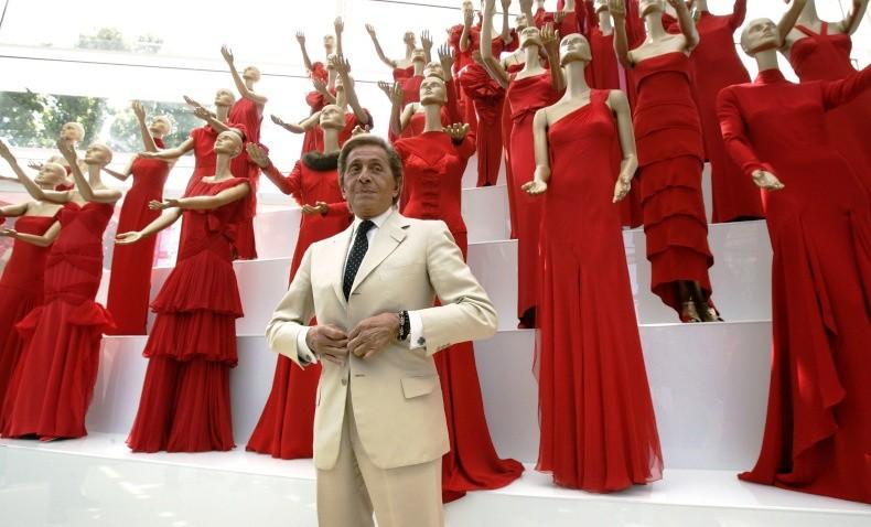 """Στιγμιότυπο από το ντοκιμαντέρ """"Valentino: Ο Τελευταίος Αυτοκράτορας"""" του Matt Tyrnauer (2007)"""