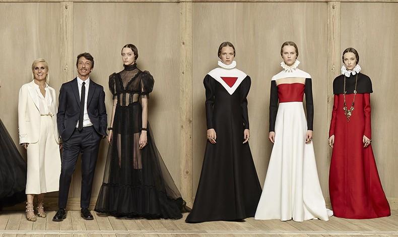 Οι τελευταίοι καλλιτεχνικοί διευθυντές του οίκου, Maria Grazia Chiuri και Pierpaolo Piccioli. Η Maria Grazia ανέλαβε πρόσφατα τα ηνία του Dior, αφήνοντας τον Pierpaolo μόνο του στον Valentino (φωτό: Valentino Instagram) και σύνολα από την τελευταία κολεξιόν haute couture του οίκου