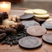 Τα εξωτικά αρώματα και οι γεύσεις παραδείσου μετουσιώθηκαν σε απίθανα σοκολατάκια με γεύση -τι άλλο;- βανίλια και σοκολάτα