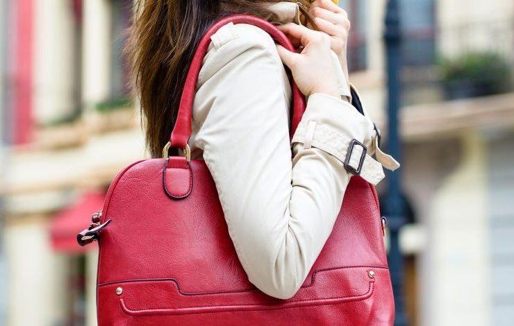 Τι παθαίνει το σώμα μας από μία βαριά τσάντα