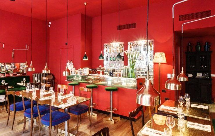 Ντυμένο στα κόκκινα το ολοκαίνουργο εστιατόριο με αυθεντικές ελληνικές γεύσεις στο Μιλάνο