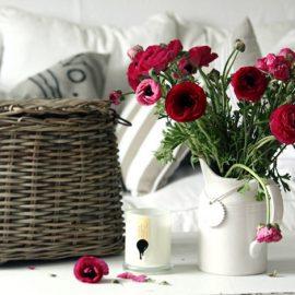 Οι μονοχρωματικές ανθοδέσμες και μάλιστα με ένα μόνο είδος λουλουδιού είναι της μόδας! Επιλέξτε το αγαπημένο σας χρώμα και λουλούδι και εντάξτε το στο? βάζο σας!