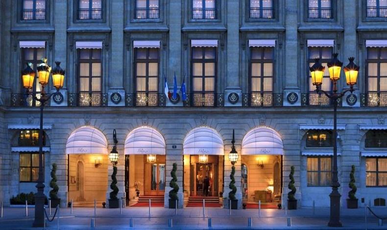 Στην καρδιά του Παρισιού, στην Place Vendome, το ανακαινισμένο Ritz ξαναγίνεται αντάξιο της ιστορίας και της αίγλης του