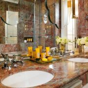 Χαρακτηριστικό μπάνιο στo δωμάτιο Giglio Prestige, με τα θαυμάσια προϊόντα Aqua di Parma