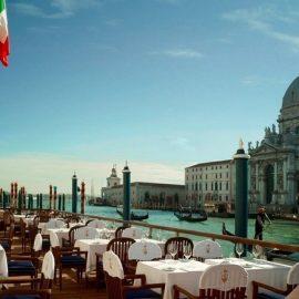 Το εστιατόριο Club del Doge στην ταράτσα, με την ανυπέρβλητη θέα