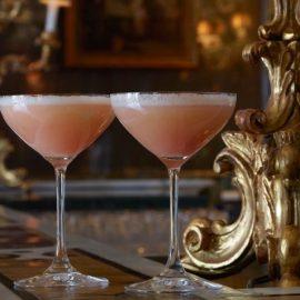 Το διάσημο βενετσιάνικο κοκτέιλ Bellini, όπως σερβίρεται στο Bar Longhi