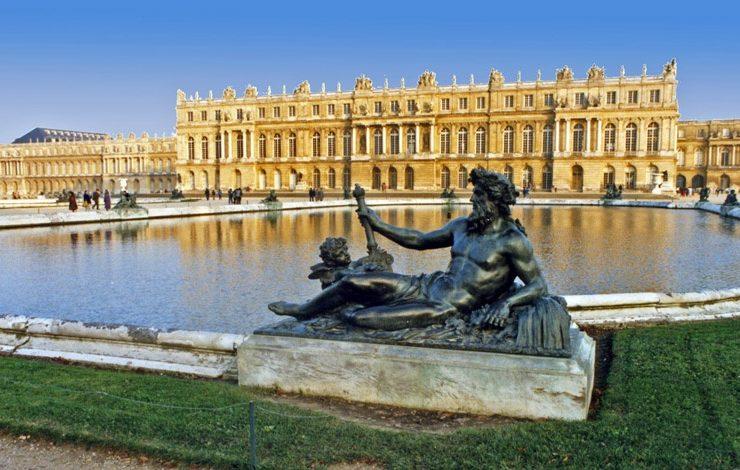 Στις Βερσαλλίες, αδερφές μου, στις Βερσαλλίες!