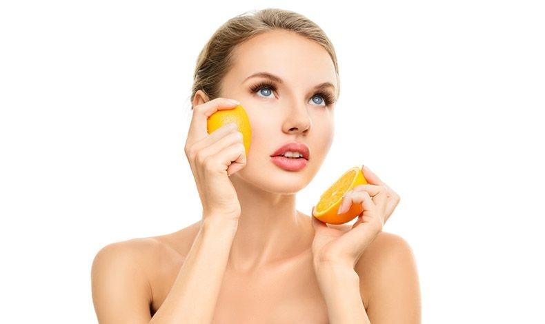 Βιταμίνη C: Βελτιώνει πραγματικά το δέρμα μας!