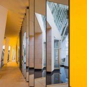 Σαν ένα τεράστιο καλειδοσκόπιο το έργο του Olafur Eliasson, όπου οι επισκέπτες καλούνται να περπατήσουν μέσα από τους καθρέφτες του
