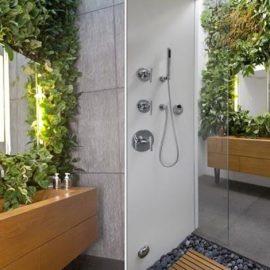Ναι, αυτό μπορεί να ονομαστεί και υπερπαραγωγή! Φυτά ως ντεκόρ γύρω από τον καθρέφτη του μπάνιου σας
