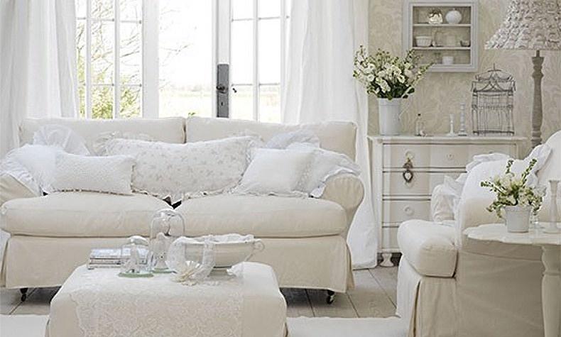 Ρομαντική ατμόσφαιρα σε έναν χώρο που αποπνέει γαλλική εξοχή Τα πάντα σε λευκό με διαφορετικές υφές και υφάσματα