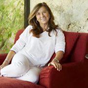 Η Jocelyne Sibuet, ιδιοκτήτρια των Maisons & Hotels Sibuet, με το αψεγάδιαστο στιλ