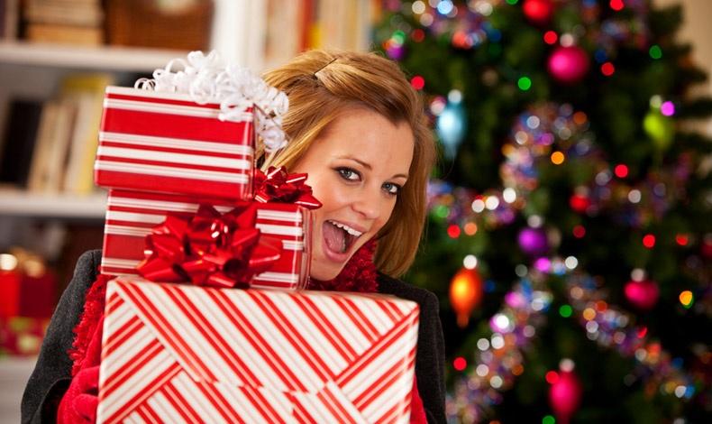 Δεν σταματάμε να χαμογελάμε αναζητώντας παντού αφορμές χαράς! Ας κάνουμε υπέροχα δώρα στα αγαπημένα μας πρόσωπα για να χαρούμε διπλά!