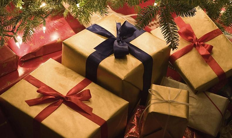 Επιλέγοντας μεταξύ 4.000 συνεργατών, έχουμε την ευκαιρία να εξαργυρώσουμε bonus πόντους, αγοράζοντας το κατάλληλο δώρο για τους δικούς μας και τον εαυτό μας!