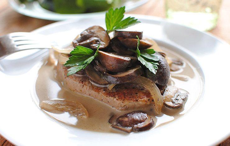 Χοιρινό με μανιτάρια και γιαούρτι