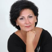 Xρύσα Παρίση: Με γυναικεία δύναμη