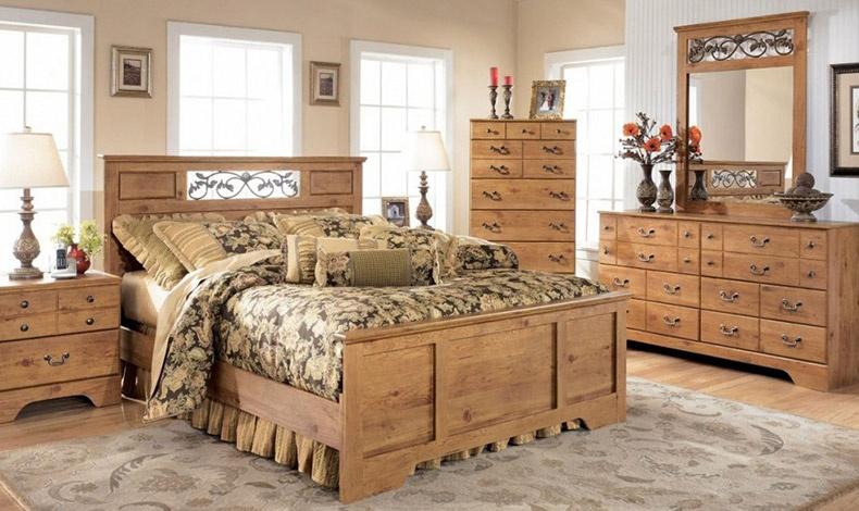 Κρεβατοκάμαρα σε ρουστίκ έπιπλα από ξύλο πεύκου