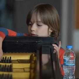 Ο Στέλιος Κερασίδης μόλις στα 5,5 του χρόνια έχει ήδη 3 παγκόσμια και 2 πανελλήνια βραβεία σε πιανιστικούς διαγωνισμούς