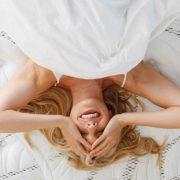 Δυσκολεύεστε να κοιμηθείτε με την πολλή ζέστη; Υπάρχουν λύσεις!