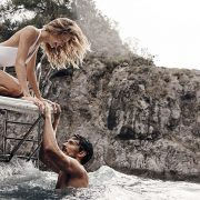 Ζώδια: Ο Αύγουστος αναθερμαίνει την ερωτική μας ζωή!