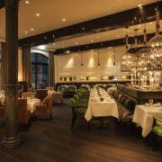 Το εντυπωσιακό νεόδμητο εστιατόριο φέρνει λίγη από τη μεταπολεμική λάμψη και γοητεία του χώρου