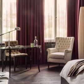 Ένα από τα Deluxe δωμάτια του ξενοδοχείου συνδυάζει την απλότητα με τη διακριτική πολυτέλεια